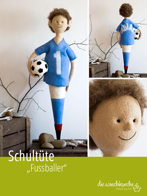 Schultüte Fussball. Junge im blauen trikot mit Fussball.