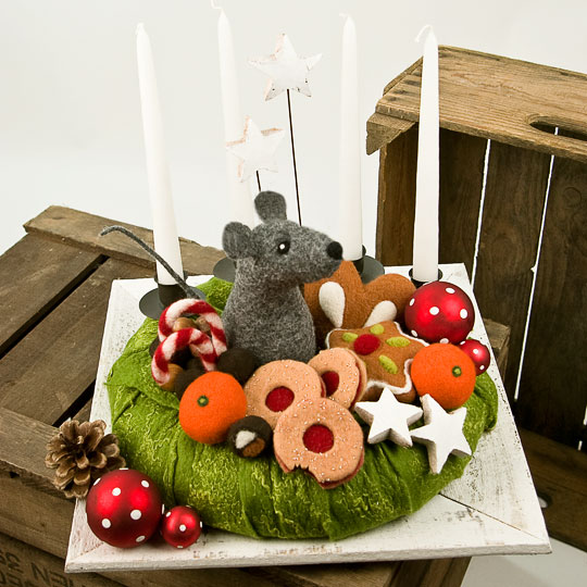 Adventskranz - Weihnachtsmaus mit gefilzten Weihnachtsplätzchen, Lebkuchen und Sternen. Handgefertigt. Wiederverwendbar.