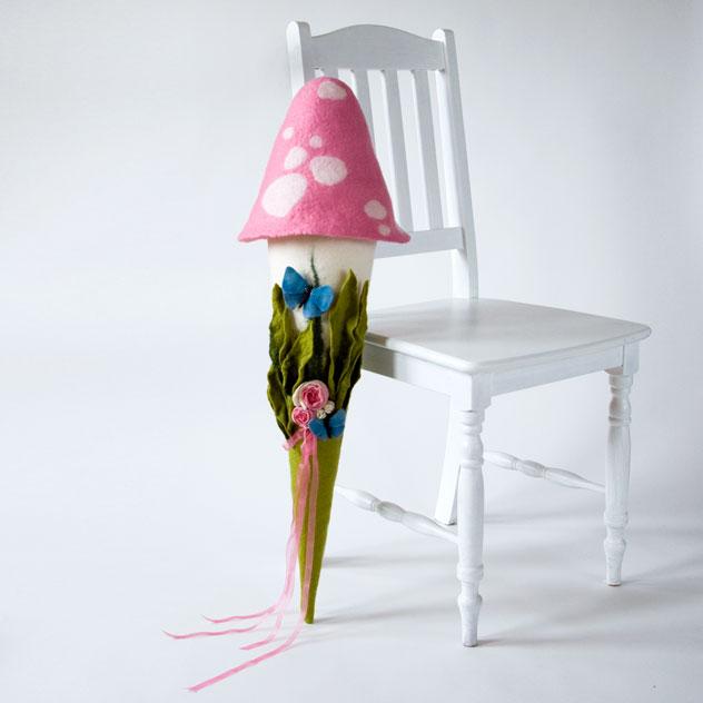 Schultüte | Fliegenpilz rosa mit Schmetterlingen und Rosen. Filzdesign von Doris Niestroj, handgefertigt.