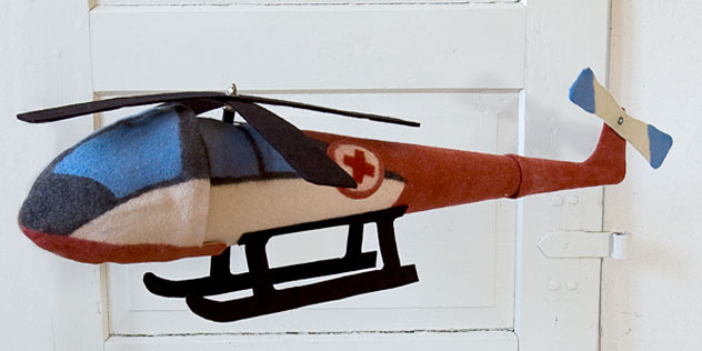 Schultüte aus Filz - Hubschrauber mit drehbaren Rotoren.