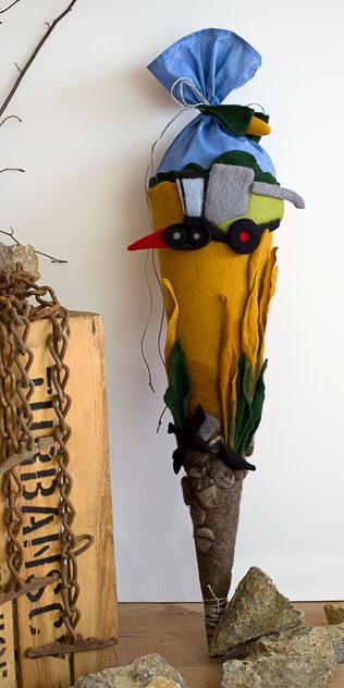 Schultüte | Mähdrescher mit Maisschneidwerk und Laufbandfahrwerk. Filzdesign von Doris Niestroj, handgefertigt.