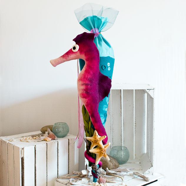 Schultüte | Seepferdchen mit Seesternen und Tang. Filzdesign von Doris Niestroj, handgefertigt.