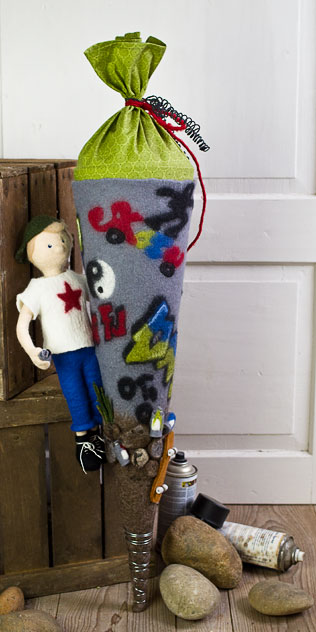 Schultüte | Skateboard mit Graffiti. Filzdesign von Doris niestroj, handgefertigt.