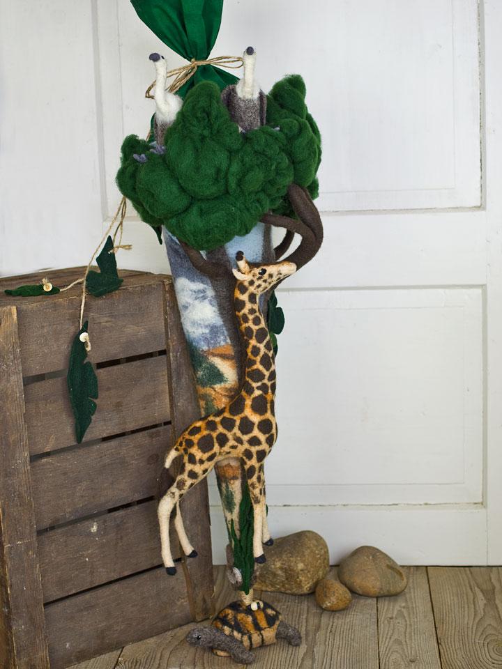 Gefilzte Schultüte mit Giraffe, Schildkröte und Geiern | Doris Niestroj - Filz & Form