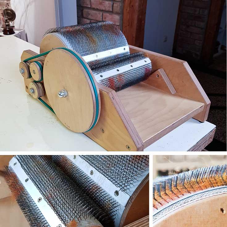 Handkardiermaschine mit Detailaufnahmen des belages mit Metallstiften.